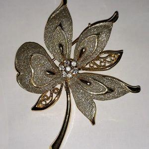 VINTAGE SPARKLE GOLD FLOWER BROOCH PIN